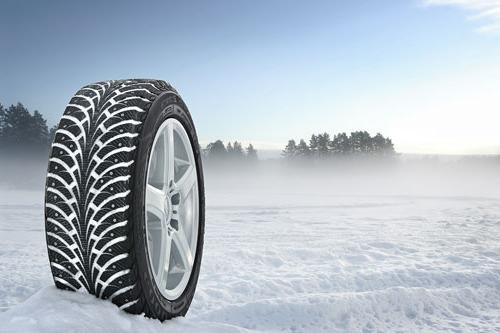 Which winter tires are better: studded or velcro?